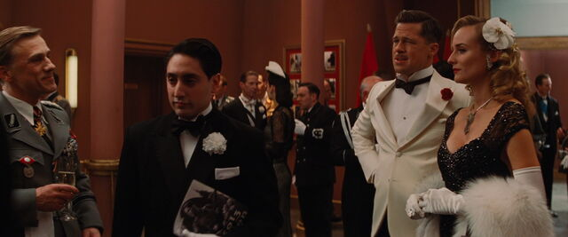 File:Omar leaves the lobby and Aldo.jpg