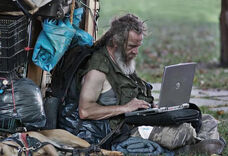 Homeless-with-computer