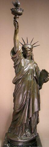 File:Bronze Statue of Liberty used Dey Fremont 2010.jpg