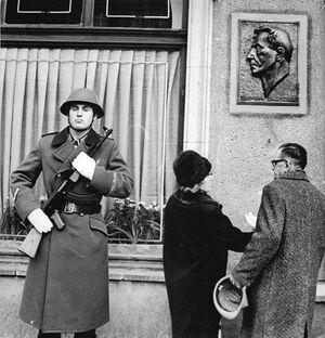 Bundesarchiv Bild 183-H1106-0026-001, Berlin, Namensgebung Richard-Sorge-Straße