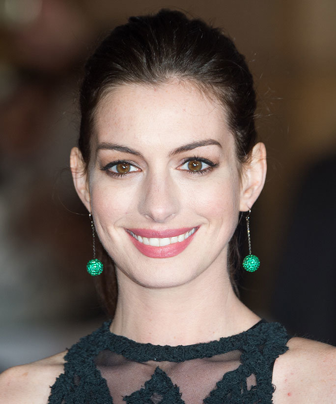 Anne Hathaway Young Pictures: FANDOM Powered By Wikia