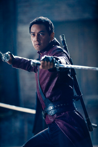 File:Sunny holding sword promotional.png