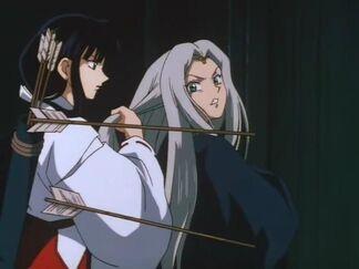 Kiyko amenazando a Tsubaki