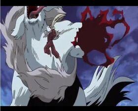 Inuyasha cortando brazo de sesshomaru