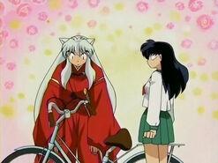Bicicleta de Aome arruinada por Inuyasha