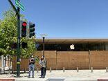 Apple Broadway Plaza boarded 2020-06-11