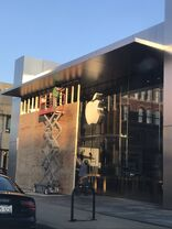 Apple Lincoln Park boarded 2020-05-30