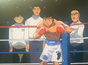 The seconds waiting for the match to begin for Ippo's title match against Sendo
