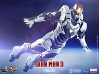 Iron-Man-3-Hot-Toys-Gemini-Armor-Iron-Man-Mark-39-Figure-640x480