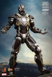 Vamers-Store-Hot-Toys-MMS303-Iron-Man-3-Iron-Man-Mark-XXIV-Tank-04-562x824