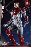 Spider-Man-Homecoming-Power-Pose-Iron-Man-003