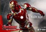 Hot-Toys-Avengers-2-Age-of-Ultron-Iron-Man-Mark-XLIII-03