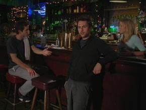 1x2 Gang at bar