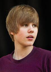 220px-Justin Bieber at Easter Egg roll - crop