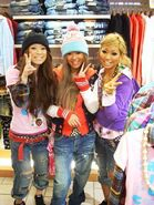 906bf521cb56d87473cf3ffb47f4ade2--gyaru-fashion-ulzzang-fashion