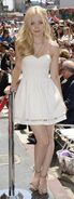Dove-cameron-kristin-chenoweth-star-on-the-hollywood-walk-of-fame-ceremony 1
