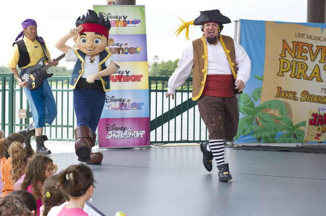 File:Jake-and-The-Never-Land-Pirate-Band-Downtown-Disney.jpg