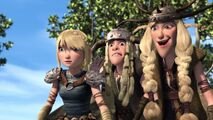Reacting to Toothless going after an in trouble Hiccup