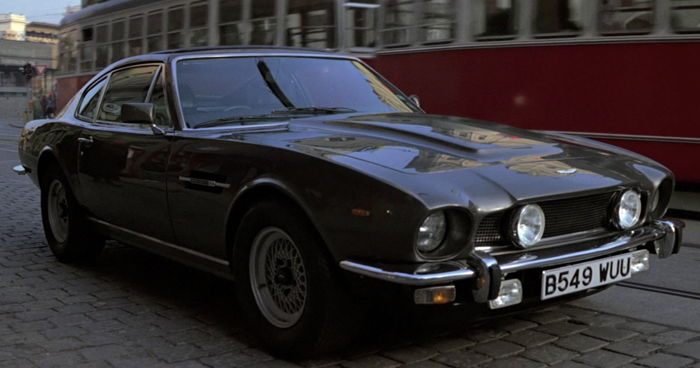 Aston Martin V James Bond Wiki FANDOM Powered By Wikia - 1986 aston martin vantage