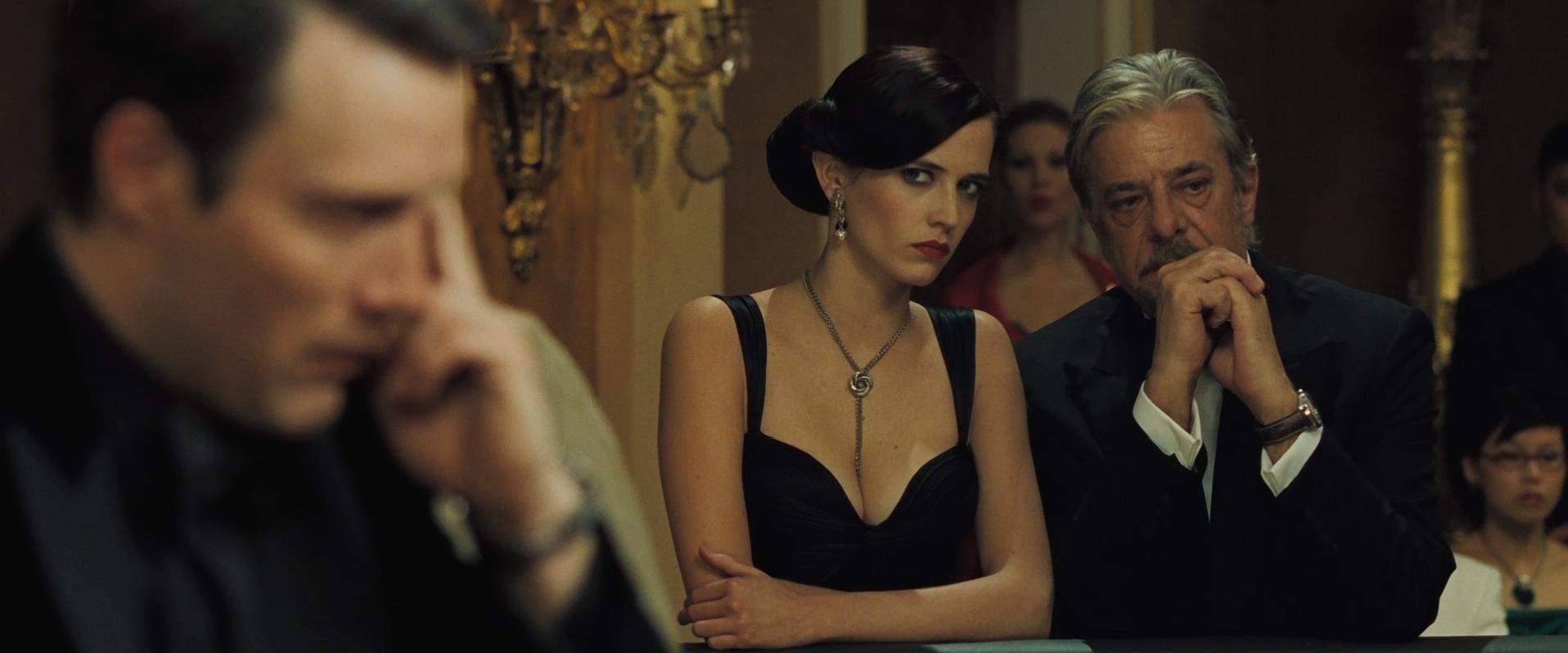 bond 007 casino grand piano guarda online