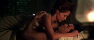 Natalya et Bond au lit