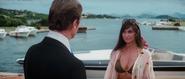 Naomi face à Bond
