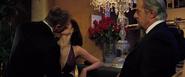 James Bond embrassant Vesper