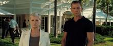 James Bond et M aux Bahamas