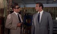 Leiter se présentant à Bond