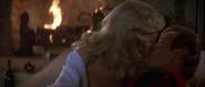 James Bond faisant l'amour avec Lisl