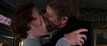 Alec embrassant Natalya