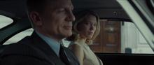 Madeleine et Bond dans l'Aston Martin