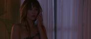 Elektra apprenant que Bond est vivant