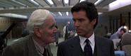 James Bond avec Q dans son laboratoire