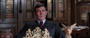 James Bond face à Sir Hilary Bray