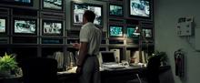James Bond dans la salle de vidéosurveillance