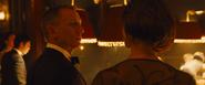 James Bond abordé