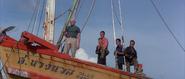 Stamper et les sbires dans le bateau de Lin