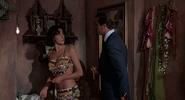 Saida, Bond et l'agent tué