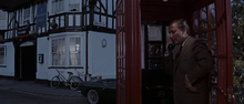 Lippe dans la cabine téléphonique
