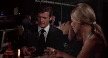 James Bond et le dîner avec Bonne-Nuit