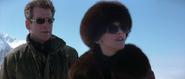Elektra et Bond en tenues de ski