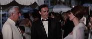 Largo rejoignant Bond et Domino