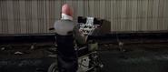 Blofeld sur le point d'électrocuter le pilote