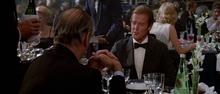 James Bond rencontrant Aubergine