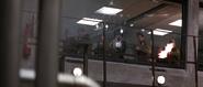 Ourumov et ses hommes détruisant la vitre blindée