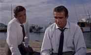 Leiter et Bond au port