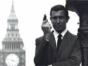 George-lazenby-james-bond-1