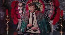 James Bond dans le fauteuil de Solitaire
