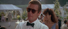James Bond espionnant Zorin et Stacey